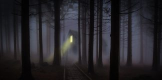 Spooky halloween photo via. Pixaby