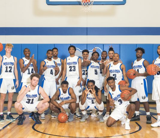 Group photo of the men's basketball team.